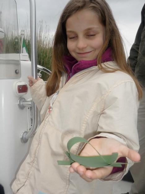 Angela Cameran con barca di canna palustre