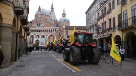 Coldiretti Padova trattori Al Santo