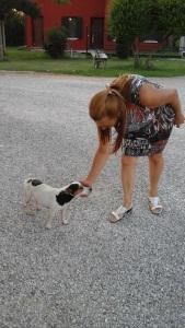 Il cagnolino Argo e la signora Barbara Sturaro