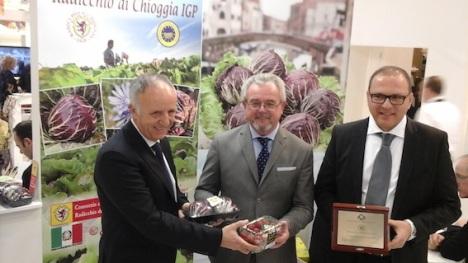 da sx: Massimo Pavan, vice presidente del Pachino; Giuseppe Boscolo Palo, presidente del Chioggia; Sebastiano Fortunato, presidente del Pachino